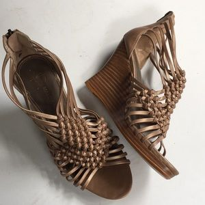 EUC B. Makowsky leather wedge sandals